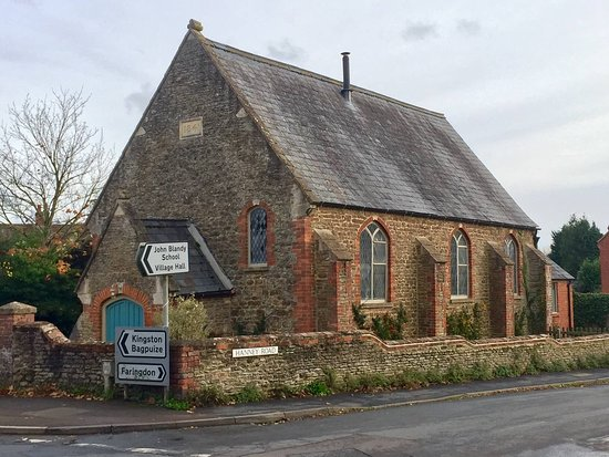 Oxfordshire, UK: The Chapel is located opposite new Co-op, on a corner plot.