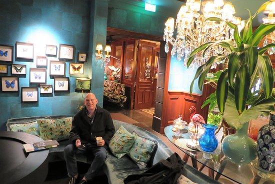 Hotel Estherea: Herr Kramer in the coffee lounge