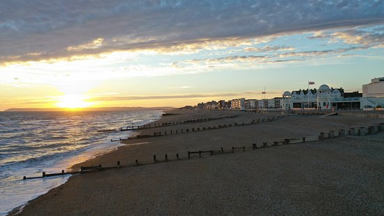 Bexhill-on-Sea, UK: Love walking along this beach, chilled part of the world.