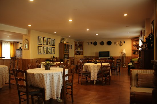 Toledo City, Филиппины: Coffee Shop - can hold a maximum of 50 pax Rate : 5,000 good for 4 hours, excess 1,000/hour