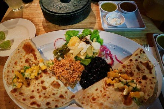 Ужины в Чиангмае - это всегда праздник живота. Для всех любителей мексиканской кухни в Чиангмае крайне рекомендуем заведение The Salsa Kitchen. Можно смело брать одну порцию на двоих, они реально огромные!