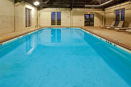 Holiday Inn Express Hotel & Suites Ada: Pool