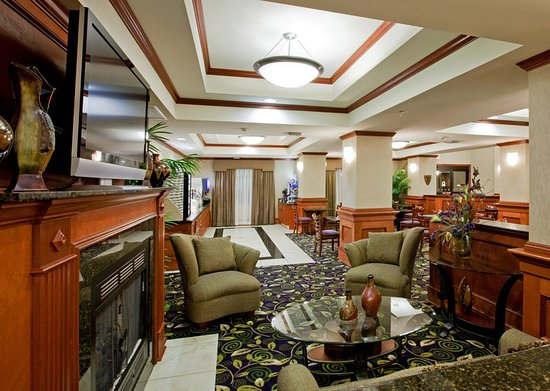 Holiday Inn Express Hotel & Suites Ada: Lobby