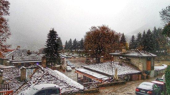 Metsovo, Görögország: Καλημέρα από το χιονισμένο Μέτσοβο!!!