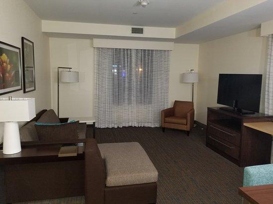 Residence Inn Boston Braintree: Living room / sitting area