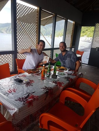 Scotts Head, Dominica: Happy customers having lobster meal and grilled fish meal Creole style