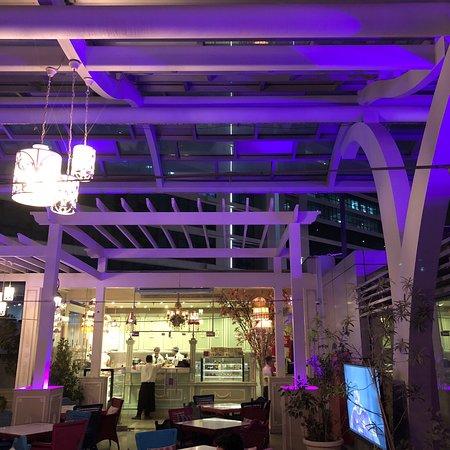 الرياض شارع التحلية مقابل فندق نارسيس