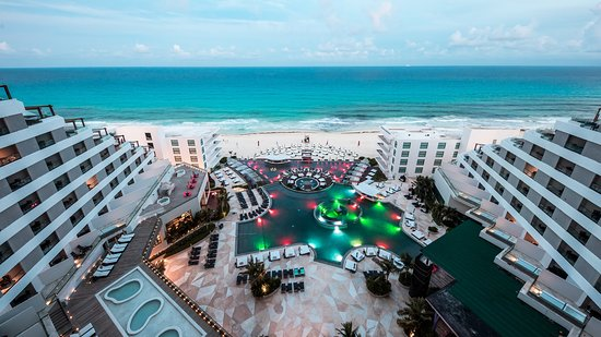 Hotel should NOT be open! - Review of Melody Maker Cancun
