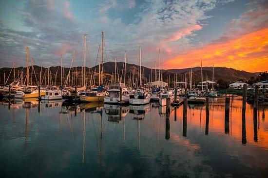 Harbourside Lodge: Stunning Sunset over the Nelson Marina.