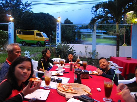 Their pizza, iced tea and French press brewed coffee.