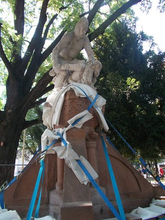 Monumento a Re Laurino