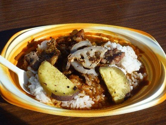 Tsuchiura, Japan: 土浦ぢんぎすスープカレー(土浦)。 焼いたラム肉と野菜をライスの上に載せ、スープカレーをかけてます。ピリ辛で美味しかったです。