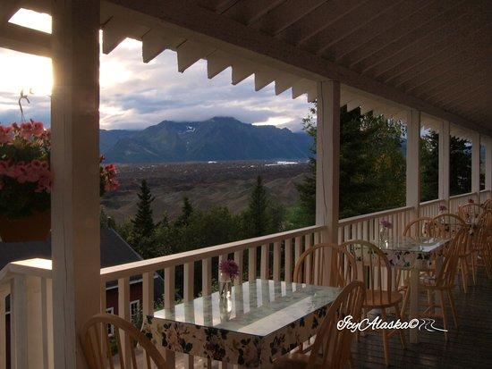 Kennicott, AK: Veduta dalla veranda della sala da pranzo