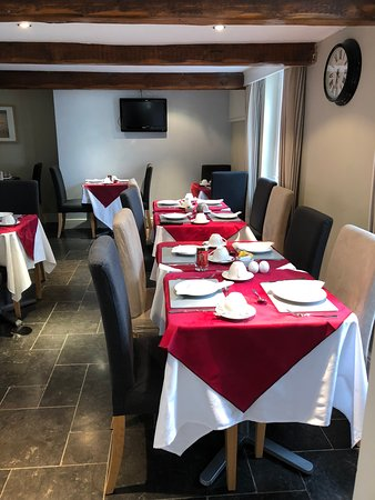 Burghfield, UK: Cosy and welcoming dining room where we provide breakfast and evening meals