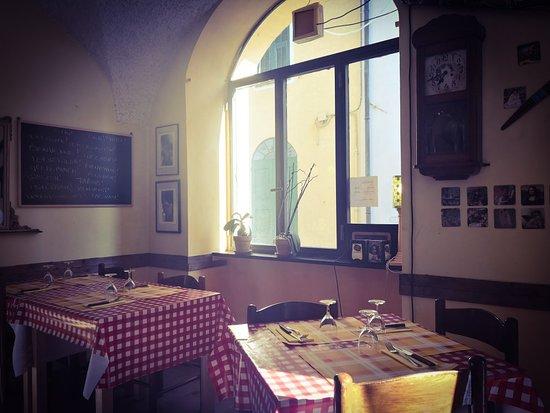 Borghetto d'Arroscia, Italia: Bar Del Centro