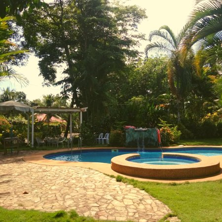 Bukidnon Province, Philippines: Refreshing pool located inside Villa Violeta in Damilag, Manolo Fortich, Bukidnon. Have your kids enjoy the jacuzzi at the kiddie pool!  Amazing deal for only Php 1K if you book a group of 10.  Text / Call 0908 895 8814 Email ramsplace.bukidnon@gmail.com