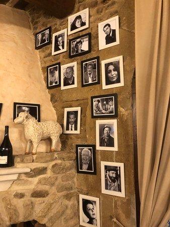 Maubec, France: Een greep uit de fotokaders rond de schoorsteen ...