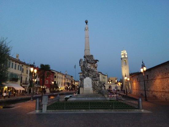 Monumento ai caduti di Lazise