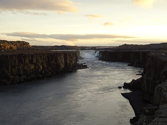 Regione di nordest, Islanda: 17 novembre, le soleil est en train de se coucher