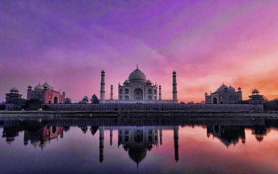 Prathi Taj Tours