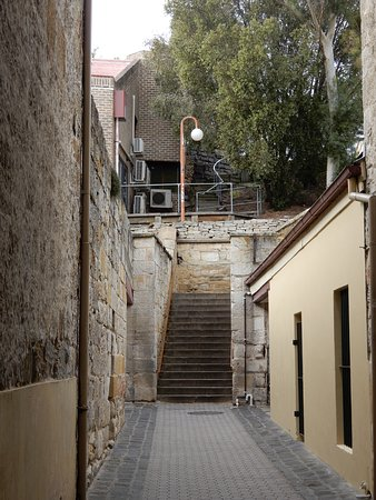 Access to the stairs via Kelly's Lane