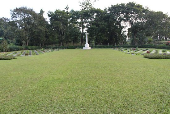 Digboi, Indien: Clean, calm, fresh .... You can see the brave heart of our soldiers in world waar 2 . . .
