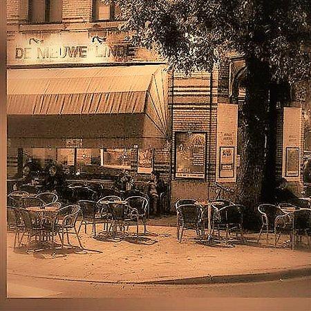 De Nieuwe Linde: gezellig buurtcafé, muziek, ruime bier- en andere drankenkeuze, lekkere spaghetti