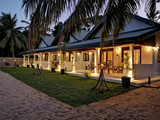Rural Retreat, VA: The Araliya Retreat in Kalpitiya, down Hospital Road , Wannimudalama,Kalpitiya. This is new hotel comprising of 3 Large chalets of 600 sq ft. Situated beautifully in front of the Dutch bay. The Hotel has a live in qualified Chef. has a small traditional Cajan finished restaurant.  Friendly staff. Fre WiFi,TV, A/C and customer parking.