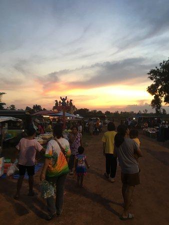 Ảnh về Watthana Nakhon