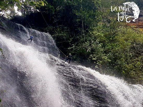 Nimaima, Colombia: descenso en la cascada de 55 mts