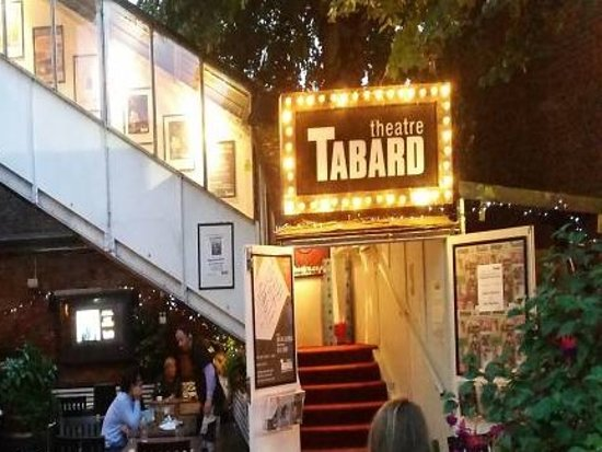Chiswick, UK: Tabard Theatre is above the pub yet has it's own separate entrance via the beer garden, which I really liked.