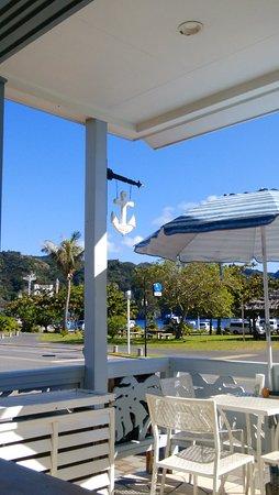海からの風が心地よいおしゃれな父島のカフェ