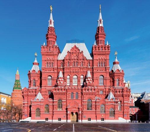 Russia: Maior país do mundo, a Rússia abriga diversas culturas e paisagens. No entanto, são seus dois polos turísticos, Moscou e São Petersburgo, que encantam por suas belas arquiteturas e vastas histórias. Saiba mais em: https://bit.ly/2ziNWm2