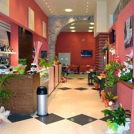 Fontanarosa, Италия: Caffetteria, cornetteria, lounge bar, internet point, ristorazione, compleanni, eventi live e al
