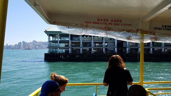 Star Ferry: view of dock from ferry