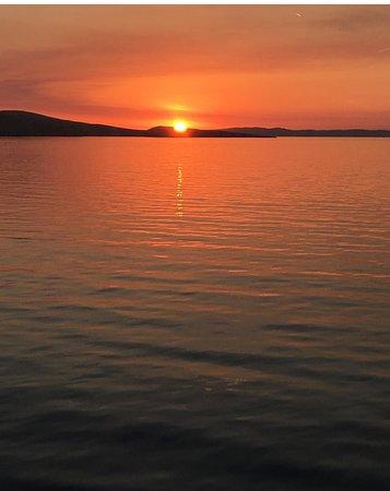 Prizna, Croatia: Navigando al tramonto verso l'isola di Pag