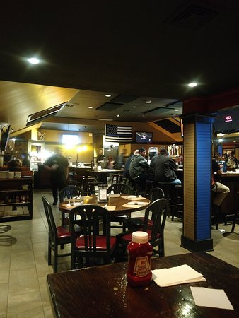 Baker's American Bar & Grille: Dining Room