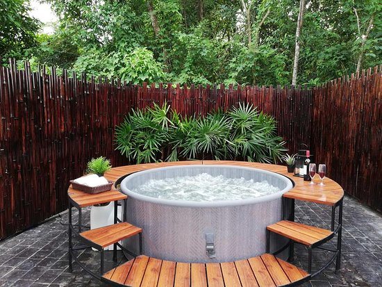 Провинция Ранонг, Таиланд: Ou door Jacuzzi at Ashton House Ranong