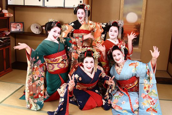 Maiko and Geisha Makeover Experience in Kyoto Gion Aya