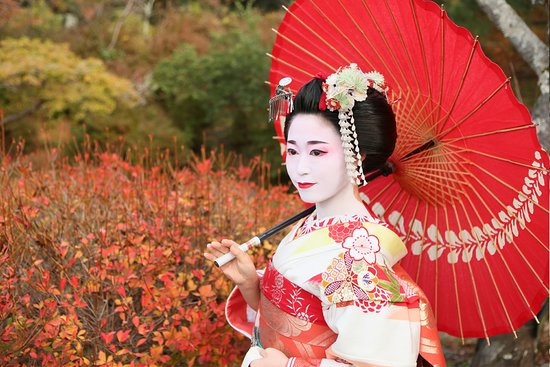 Geisha and Maiko Makeover Experience in Kyoto Gion Aya