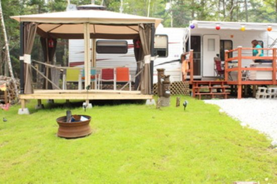 Hampton, Canada: Camping at Firefly Forest Recreation.