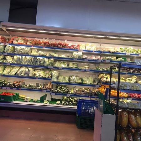 Fruit time tonight.  Fresh fruit at Hokky Buah Panglima sudirman with my parents.   OVO Cashback 5% Citibank 1000K give voucher 100 K. And 600 K give voucher 50K  Good promo at Hokky buah Panglima sudirman SurAbaya.   Apel Fuji Wangshan.  Keprok murcot.  Durian Lokal yummy.