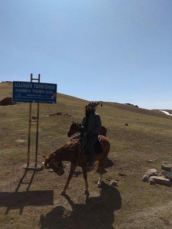 Kochkorka, جمهورية قرغيزستان: Tours during our work.
