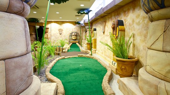 ลิฟวิงสตัน, UK: The ancient temples of Paradise Island Adventure Golf