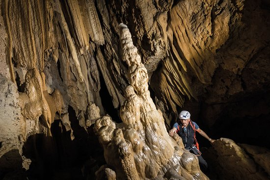 Equi Terme, Italy: Grande sala con concrezioni nelle Grotte di Equi