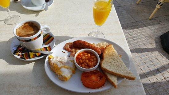 Алтея, Испания: najlepsze śniadanie u przemiłej francuzki na plaży w Altea w jednej z kameralnych kawiarenek na promenadzie