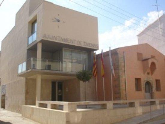 Province of Tarragona, Spanien: AJUNTAMENT DE TIVENYS. Espai d'atenció al ciutadà i al visitant, on es pot obtenir informació sobre el municipi i realitzar tràmits diversos.  Obert al públic de dilluns a divendres de 9:00h a 14:00h.