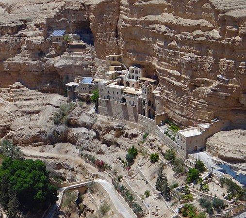 Kfar Adumim, Palestijnse grondgebieden: Monastero, Wadi Qelt