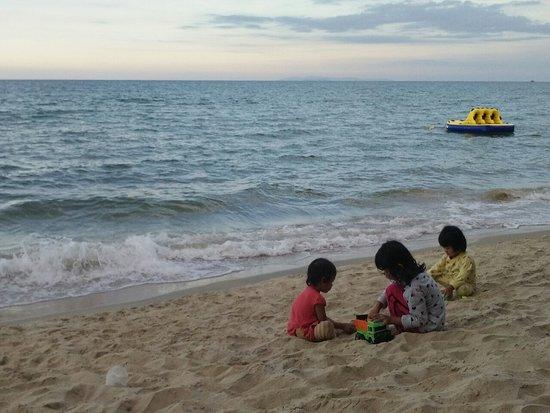 Kampung Raja, Malaysia: My kids and their cousin