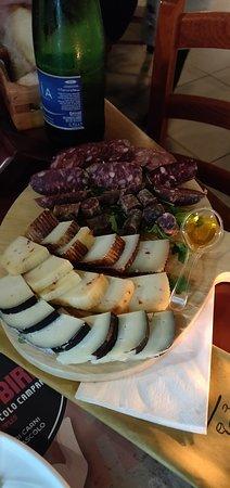 Bufalo Birr: tagliata salumi e formaggi do bufalo campano